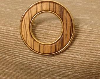 Vintage wood and gold tone circle brooch