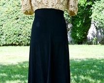 Vintage Classic 1940s Silhouette Dress
