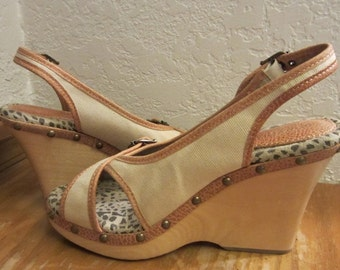 Retro Wood and Canvas Wedge Sling Back Heel Sandals with Brassy Metal Studs and Buckles Size 9 New