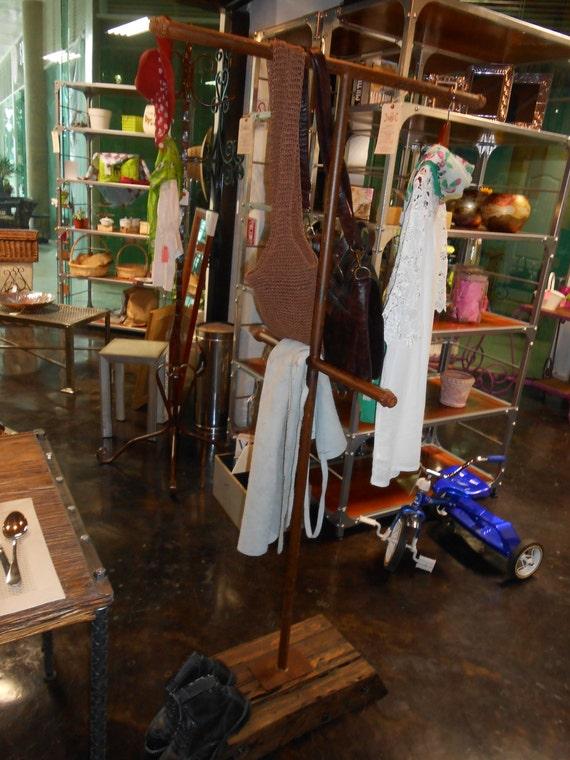 Colgador para ropa y bolsas estilo vintage antiguo xido for Colgador ropa pared