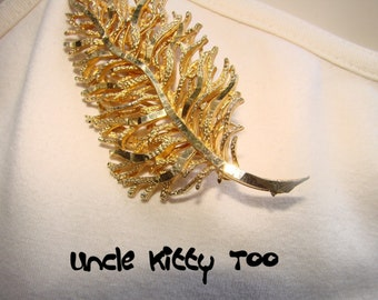 Stunning vintage mid century gold color branch or leaf brooch.