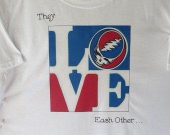 They LOVE Each Other   Grateful Dead T-shirt