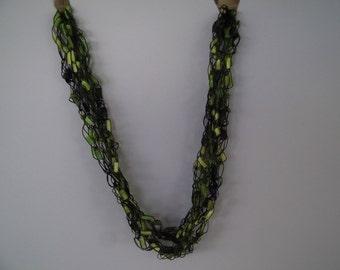 Green Ladder Trellis Yarn  Necklace