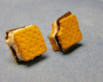 S'mores stud earrings