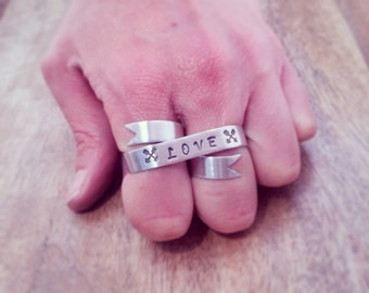 Love Banner Ring - Silver Two Finger Ring - Hand Stamped Personalized Ring - Crossed Arrows Love Ring, Two Fingers