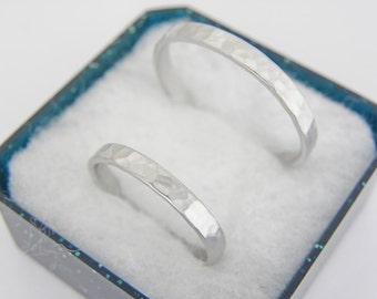Gold wedding bands set.2.5 x 1.2mm.14k white gold wedding bands set .Two wedding rings in hammered Brushed finish.Hand forged wedding rings