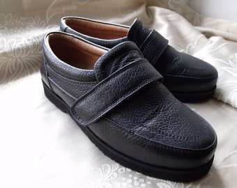 Vintage UK 5 US 6 EU 38 black leather slip on shoes