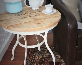 SOLD/SOLD * side Table Shabby Chic