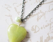 Valentines Day - Long Necklace - Green Jade Heart With Pearl Necklace - pulpsushi