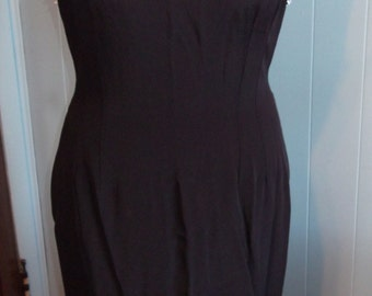 1960's Monochromatic Black/White Color Block Wiggle Dress w/Daisies