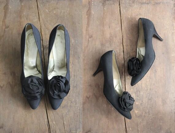 FINAL SALE! / 1950s heels / size 7.5 pumps / black satin heels