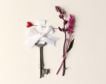 Key boutonniere, Groomsmen, Wedding button hole - Key to my Heart