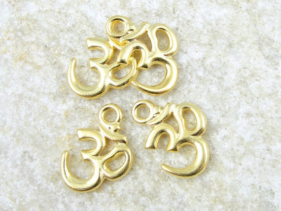 20 Gold Om Charms - Tierra Cast Om Drops - 18mm x 14mm Bright Gold Charms - Yoga Zen Eastern Spiritual (P775)