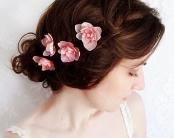 wedding hair accessories, bridesmaid hair pins, blush pink silk flower hair accessory, light pink bobby pins, bridal hair clip with pearls