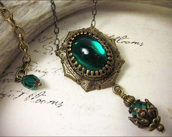 Emerald Jewel Renaissance Jewelry, Tudor Costume, Medieval Wedding, Ren Faire, Renaissance Pendant Necklace, MedCol
