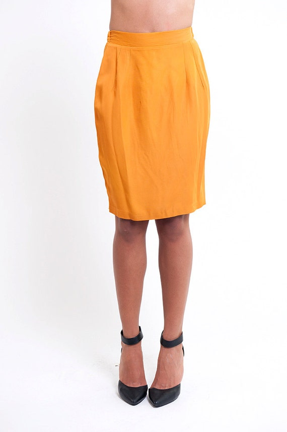 the vintage mustard yellow pencil skirt by rerunvintage on