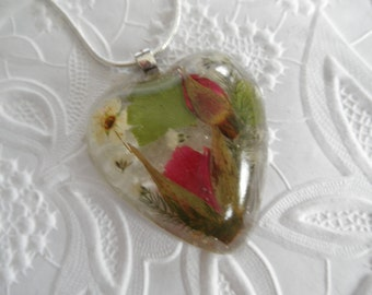 Red Rosebuds Pressed Flower Resin Heart Pendant with Baby's Breath,Bridal Veil-Symbolizes True Love-Nature's Wearable Art-Gifts Under 30