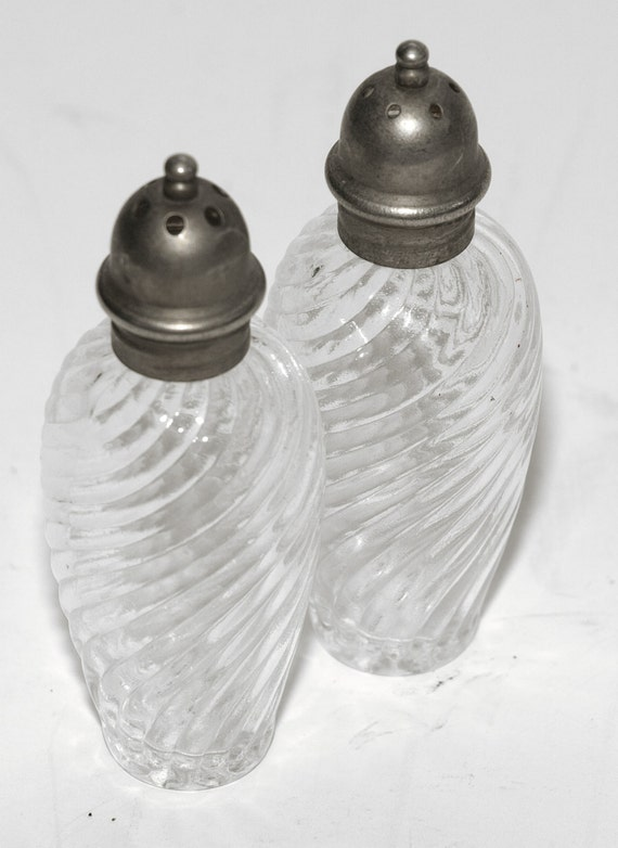 Vintage, Clear Glass, Swirl Design, Salt and Pepper Shakers with Silver Tone Tops, Very Pretty - SHIPPING INCLUDED within the continental US