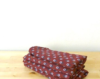 Vintage Red Fabric Flower / White Daisy Fabric / Floral Fabric / Vintage Cotton Fabric / Burgundy Floral Fabric YARD