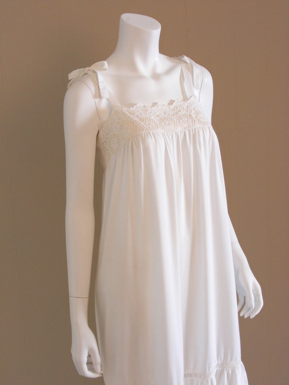 Vintage white lace smocked maxi dress 1970s. Lace bodice, smocking, ruffled skirt.