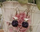 Orecchini viola ad intreccio con perla di stoffa e uccellini di madreperla