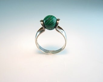 Modernist Ring. Sterling Silver Ring. Faux Malachite Space Age Sphere. Size 8.5. Vintage 1980s Jewelry