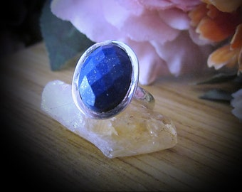 Faceted Natural LAPIS LAZULI Gem, Centered in 925 Sterling Silver (Stamped) Ring, Size 7-1/2