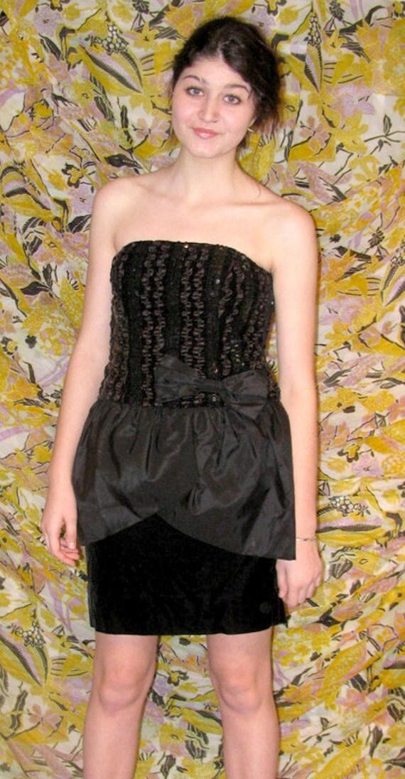 Vintage 1980s black velvet Party Dress vintage black prom Valentines Day Drwith taffeta peplum 1980s strapless sequins