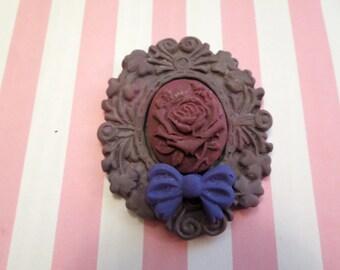 Flower Cameo Brooch/Pendant (purple)