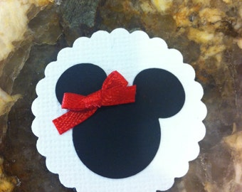 12 Minnie Mouse Die Cut with White Scallop Background