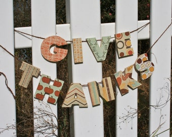 """Wooden """"Give Thanks"""" Garland"""