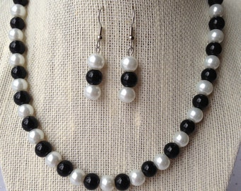 Black and White Pearl Necklace, Black and White Wedding, Bridesmaid Gift, Black Necklace, Bridesmaid Jewelry, Beaded Jewelry