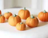 Sugar fondant pumpkins - edible Halloween cake decoration - edible pumpkin cupcake topper for autumn / fall x 8 - GreenCaligo