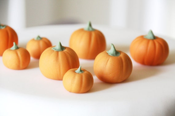 Sugar fondant pumpkins - edible Halloween cake decoration - edible pumpkin cupcake topper for autumn / fall x 8