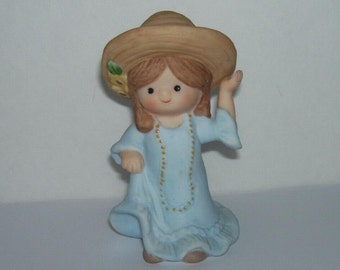 Enesco Country Cousins Figurine Katie Playing Dress Up