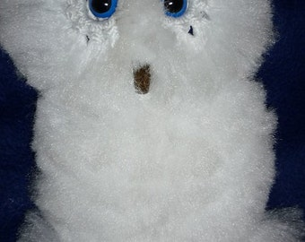 Owl wall decor, macrame.  Fluffy White