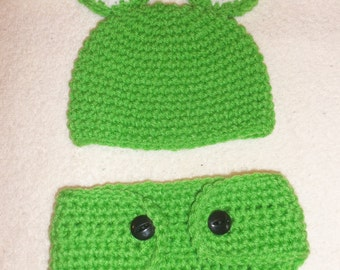 Crocheted frog hat and diaper cover