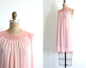peachy pink ladies 1960s nightie - pastel slip dress / Rosebud Appliques - vintage 60s / Sweet Kawaii - fairy kei