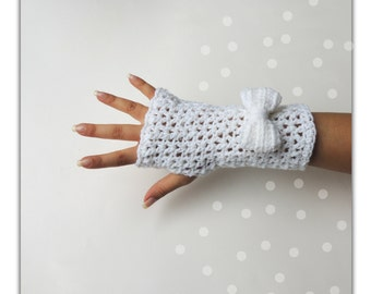 Crochet Fingerless gloves, mittens, White fingerless gloves, Bow fingerless mittens, hand warmers, fingerless mitts, by JPwithlove