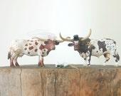 Western Wedding Cake Topper - Cowboy Wedding Cake Topper - Cow Bride Groom Figurine - Rustic Country Farm Animal Wedding Cake Topper