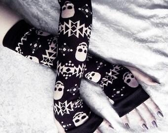Terra Nox Arm Warmers | Black w/ Tan Tribal Skulls | Yoga Gothic Unisex Hooping Bellydance Vampire Cycling Fetish Victorian Lolita Goth Emo