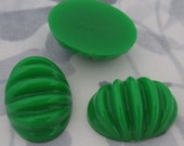 9 pcs. vintage fluted ridged green plastic cabochons 25x18mm - f2954