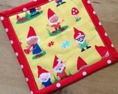 Mug rug mini - gnome family