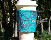 Coffee cozy / coffee cup sleeve / reusable coffee cup cozy / fabric coffee cozy / drink sleeve -- Teal Flowers on Gray