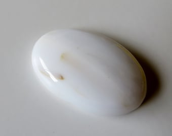 White Agate - Oval Cabochon, 38.50 cts - 21x31 (X103)