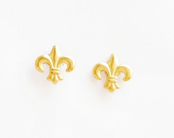 Teeny Tiny Brass Gold Fleur de Lis Stud Earrings 925 Sterling Silver Post,Bridesmaid Gift. Minimal Jewelry,Simbol,Everyday Jewelry
