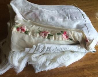 Vintage LINEN Scrap Fabric Bundle - LSB16 Antique Linens / Vintage Linens / Linen Destash / Embroidery Destash / Linen Scraps