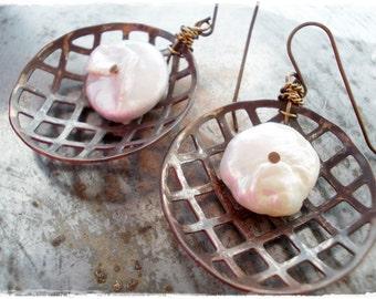 Unique Earrings Pearl Net organic earrings freshwater pearls bold wire wrapped jewelry hammered brass mesh bronze metal boho gypsy jewellery