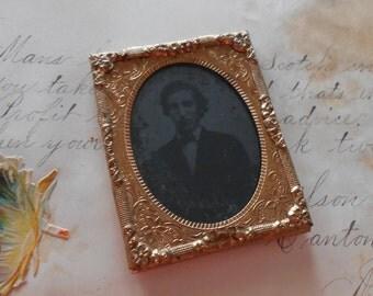 Antique Ambrotype Daguerreotype tin type photo
