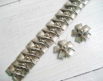 Vintage Silvertone Pinwheel Floral Bracelet and Earring Set